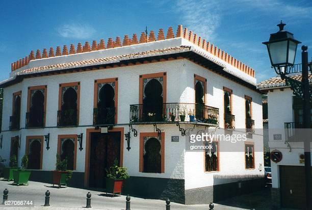 moorish architecture in el albayzin district, granada, andalusia - albaicín fotografías e imágenes de stock