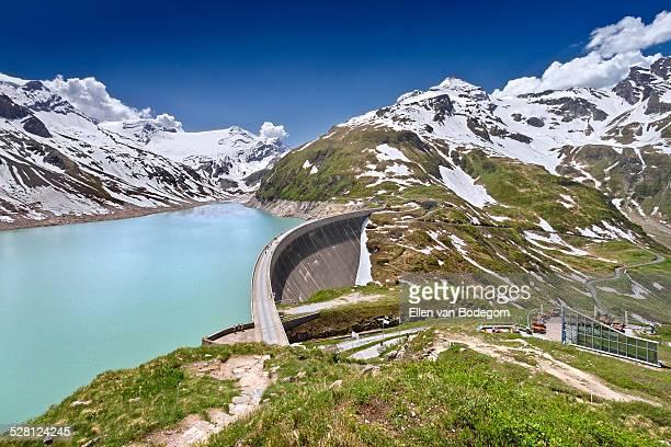mooserboden reservoir and dam in kaprun - stausee stock-fotos und bilder
