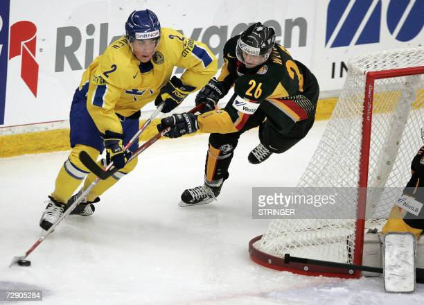 Sweden's Patrik Nevalainen vies with Germany's Alexander Weiss during the 2007 IIHF World U20 Hockey Championships in Mora 30 December 2006...