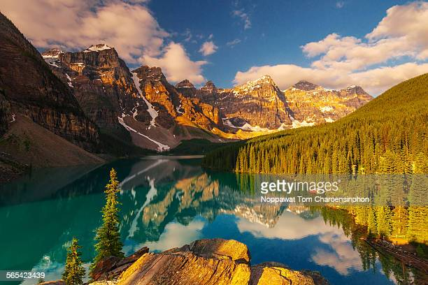 moraine lake banff canada - banff national park stock pictures, royalty-free photos & images