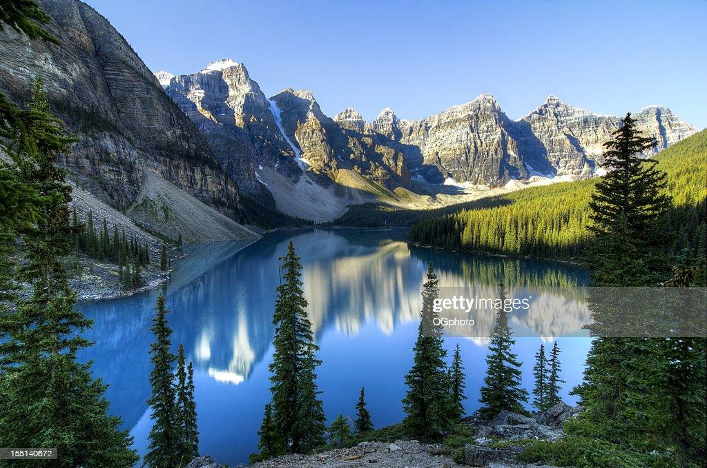 モレーン湖、バンフ国立公園、カナダ : ストックフォト