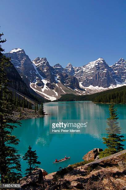 moraine, lake, banff nationalpark, alberta - nationalpark stock pictures, royalty-free photos & images