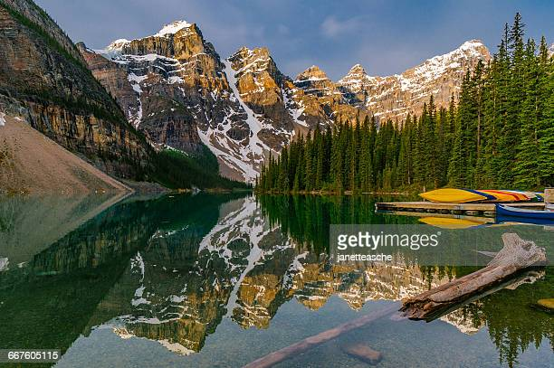 moraine lake, canadian rockies, banff national park, alberta, canada - valley of the ten peaks stock pictures, royalty-free photos & images