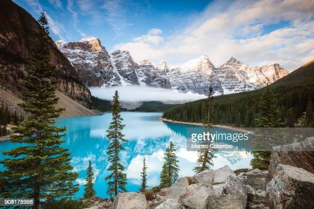 moraine lake in autumn, banff national park, canada - moraine lake stock pictures, royalty-free photos & images
