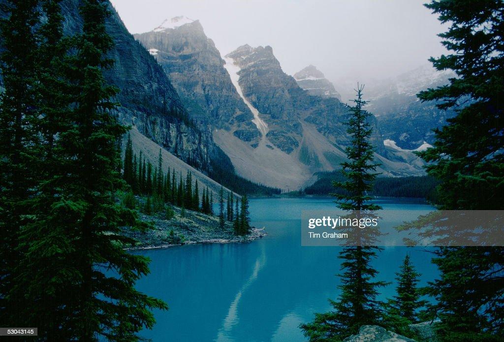 Moraine Lake, Banff National Park, Canada : News Photo