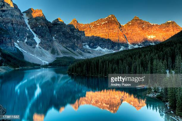 moraine lake sunrise - lake louise stock photos and pictures