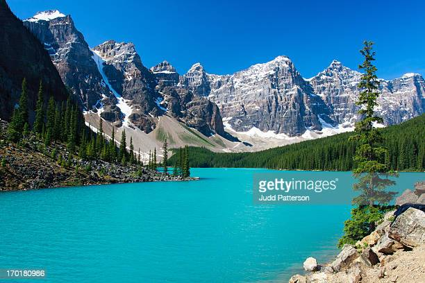 moraine serenity - moraine lake stock pictures, royalty-free photos & images