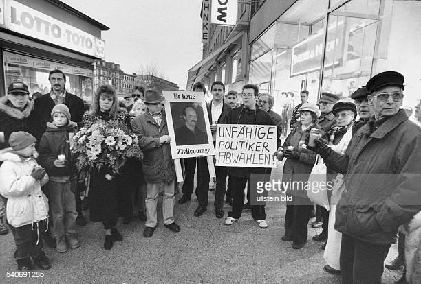 Nach einer Schießerei in Altona bei der der Hamburger Kaufmann Bernd Heede zu Tode kam demonstrieren Angehörige der Interessensgemeinschaft City in...