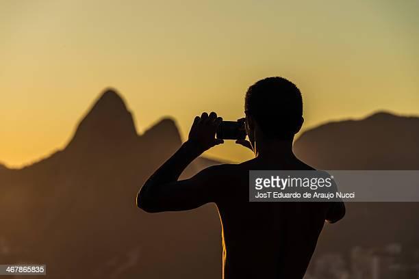 More 10 hot days in Rio de Janeiro. Os dias quentes no Rio de Janeiro levam centenas de cariocas e turistas a praia de Ipanema na zona sul da cidade...