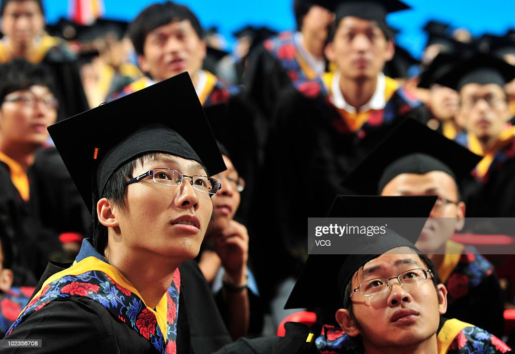 More than 7780 graduates dressed in a baccalaureate gown and takes ...