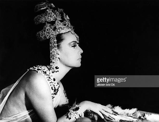 Moreau Jeanne Actress France * Scene from the movie 'Mata Hari agent H 21'' Directed by JeanLouis Richard France / Italy 1964 Vintage property of...