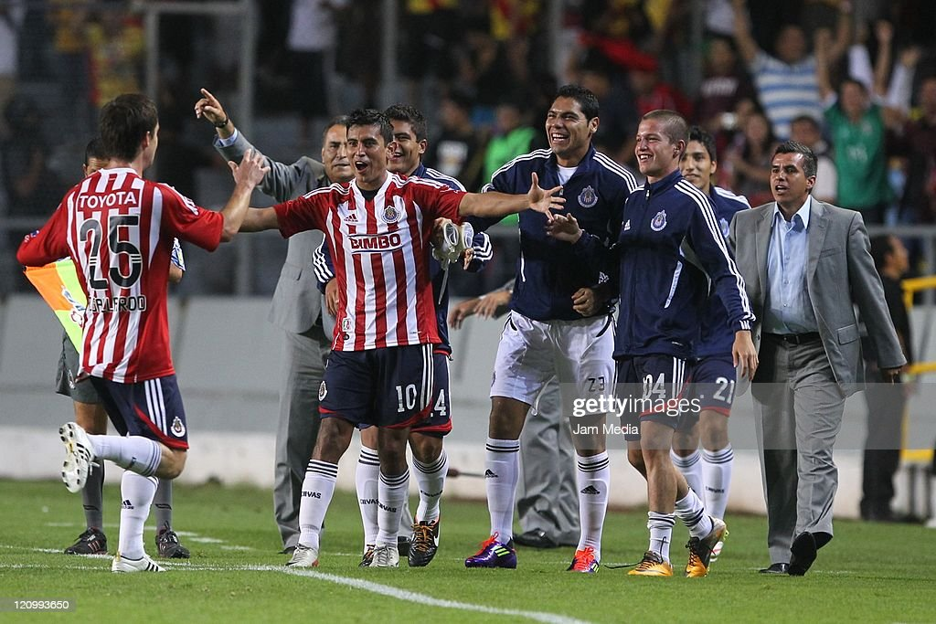Morelia vs Chivas Their match as part of the Apertura 2011 : Fotografía de noticias