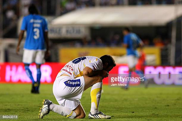 Morelia's Luis Gabriel Rey reacts after losing to Cruz Azul on their semifinals match as part of the 2009 Opening tournament in the Mexican Football...