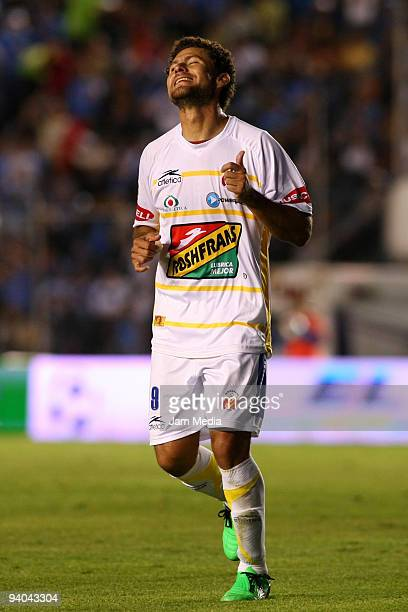 Morelia's player Miguel Sabah reacts during their semifinals match as part of the 2009 Opening tournament in the Mexican Football League at the Azul...