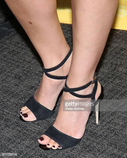 Feet morena baccarin Morena Baccarin