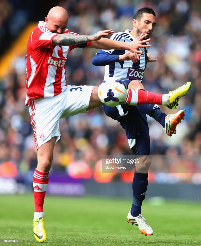 Morgan Amalfitano of West Bromwich Albion (R) battles with Stephen Ireland of Stoke City during the Barclays Premier League match between West Bromwich Albion and Stoke City at The Hawthorns on May 11, 2014 in West Bromwich, England.