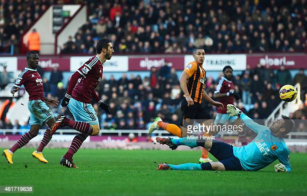 Morgan Amalfitano of West Ham United beats goalkeeper Allan McGregor of Hull City to score their second goal during the Barclays Premier League match...