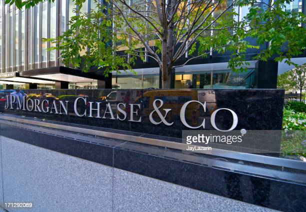 jp morgan chase & co. headquarters sign, park ave, nyc - j p morgan stock pictures, royalty-free photos & images
