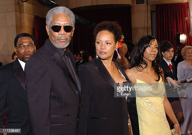"""Morgan Freeman, nominee Best Actor in a Supporting Role for """"Million Dollar Baby,"""" with Myrna Colley-Lee and daughter Morgana"""