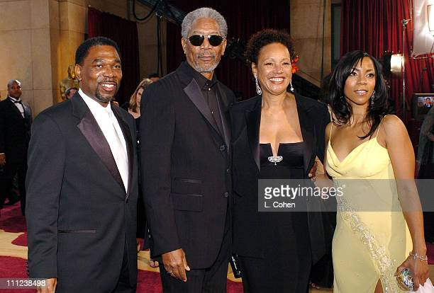Morgan Freeman nominee Best Actor in a Supporting Role for Million Dollar Baby with Myrna ColleyLee and daughter Morgana and guest