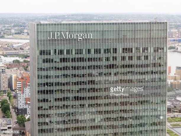 j.p. morgan office tower at london canary wharf - j p morgan stock pictures, royalty-free photos & images