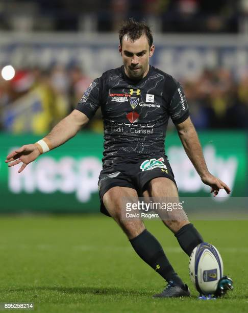 Morgan Parra of Clermont Auvergne kicks a penalty during the European Rugby Champions Cup match between ASM Clermont Auvergne and Saracens at Stade...