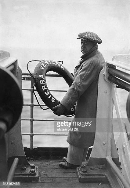 Morgan Paul Actor Austria *01101886 aboard a ship on a journey published 'Tempo' 1929 Vintage property of ullstein bild