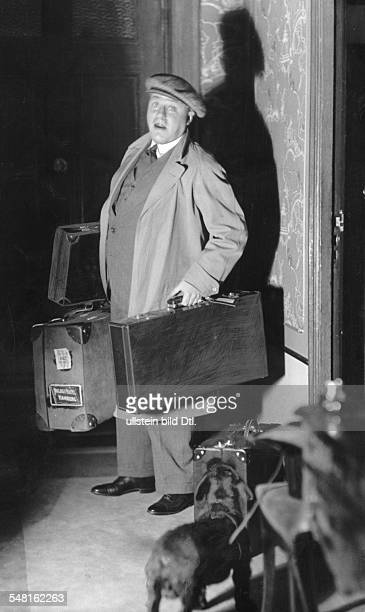Morgan Paul Actor Austria *01101886 portrait with four suitcases published in 'Tempo' 1930 Photographer Atelier Jacobi Vintage property of ullstein...