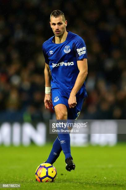 Morgan Schneiderlin of Everton in action during the Premier League match between West Bromwich Albion and Everton at The Hawthorns on December 26...
