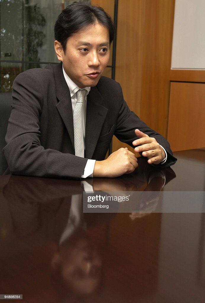 Morgan Stanley Japan Ltd  Vice President Hidetoshi Ohashi gestures