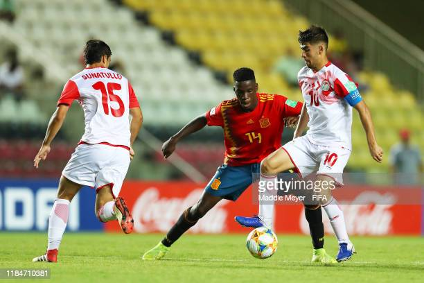 Moriba Ilaix of Spain defends Islom Zairov of Tajikistan during the FIFA U17 World Cup Brazil 2019 group E match between Spain and Tajikistan at...