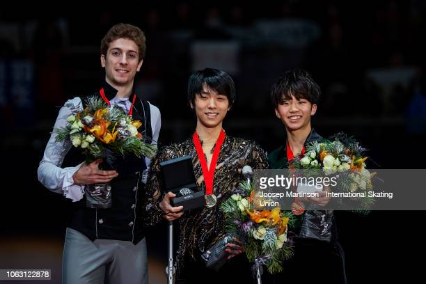 Moris Kvitelashvili of Georgia Yuzuru Hanyu of Japan on crutches and Kazuki Tomono of Japan pose in the Men's medal ceremony during day 3 of the ISU...