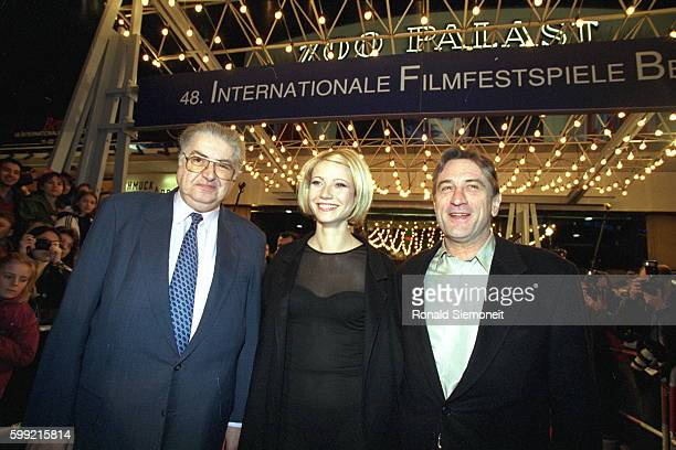 Moritez Hadeln Gwyneth Paltrow and Robert De Niro in front of the Zoo Palast