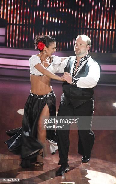 """Moritz A. Sachs mit Tanzpartnerin Melissa Ortiz-Gomez,; Viertelfinale der 4.Staffel der RTL-Tanzshow """"Let's Dance"""", Köln, Nordrhein-Westfalen,..."""