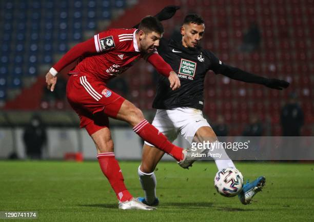 Moritz Heinrich of SpVgg Unterhaching is challenged by Kenny Prince Redondo of 1. FC Kaiserslautern during the 3. Liga match between SpVgg...