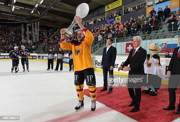 Moritz Mueller MarketingManager Leonardo Conti of the Augsburger Panther and DEB president Franz Reindl during the game between Germany against USA...