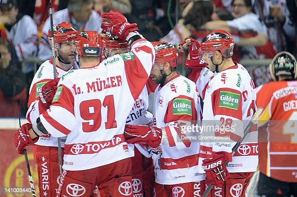 Moritz Mueller of Cologne celebrates with teammates after scoring his team's second goal during the DEL match between DEG Metro Stars and Koelner...