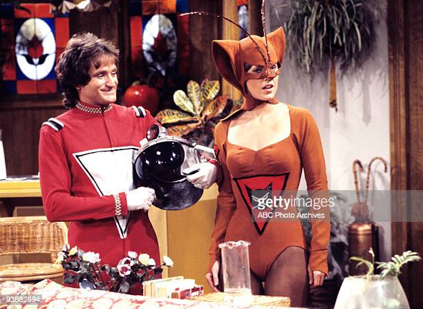 MORK MINDY Mork Goes Public Season One 10/19/78 Mork decided to reveal that he was an alien to a tabloid Pam Dawber also starred