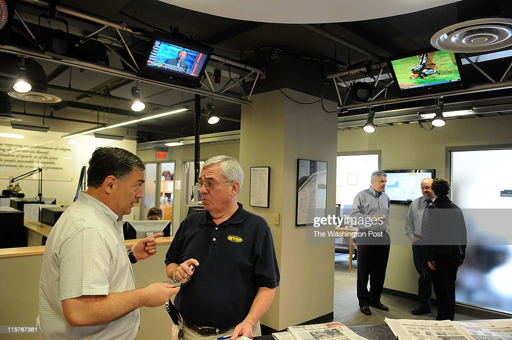 C , MAY 5, 2011  Morning anchor Mike Moss, left, tlalks to