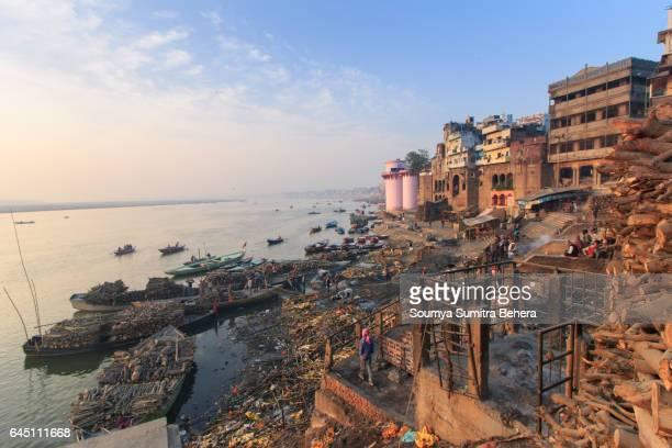 morning at manikarnika ghat - ghat stock pictures, royalty-free photos & images
