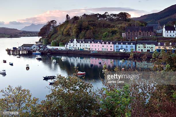 morning at portree harbor in portree, scotland - ポートリー ストックフォトと画像