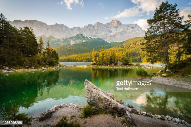 morning at the lake eibsee near garmisch-patenkirchen - 谷 ストックフォトと画像