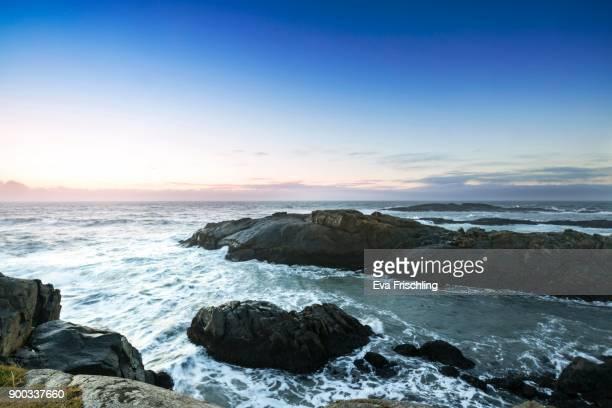 morning atmosphere at the rocks of stokksnes, atlantic, stokksnes, horn, hoefn i hornafirdi, iceland - austurland stock-fotos und bilder