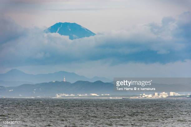 morning beach and mt. fuji in kanagawa prefecture of japan - taro hama ストックフォトと画像