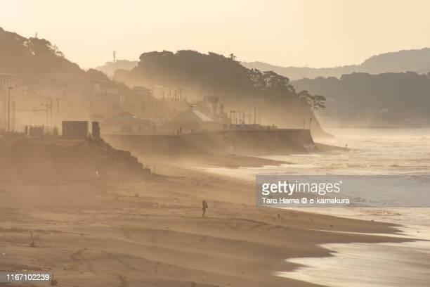 morning beach in japan - landelement stockfoto's en -beelden