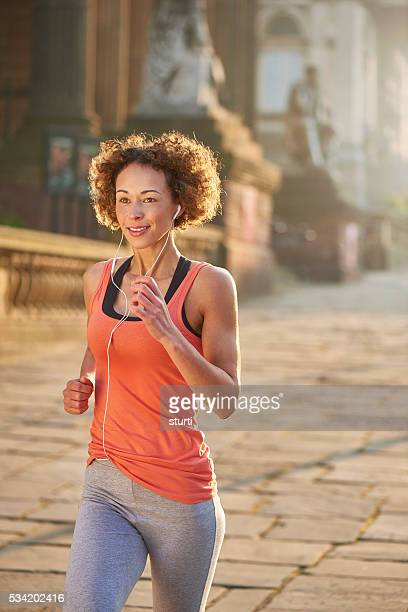 morning city jog - liverpool training stock pictures, royalty-free photos & images