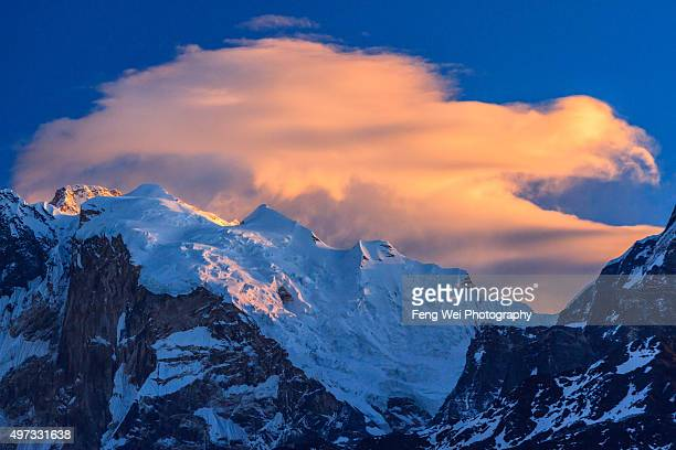 morning clouds over annapurna, poon hill, annapurna circuit, nepal - annapurna conservation area stock photos and pictures