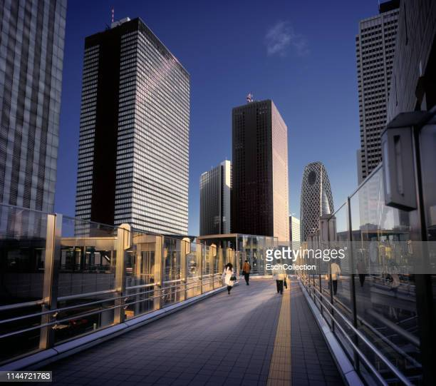 morning commuters arriving at modern business district - 歩道橋 ストックフォトと画像