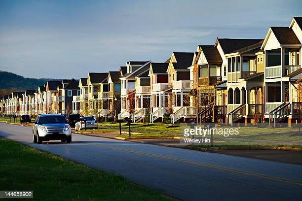 morning drive to work through suburbia - ファイアットヴィル ストックフォトと画像