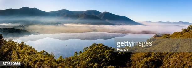 morning fog over lake pedder, southwest tasmania - タスマニア州 ストックフォトと画像